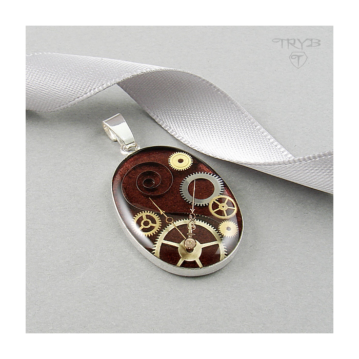 Oval sterling silver pendant