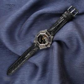 Ręcznie wykonany w Polsce unikatowy zegarek ze smokiem. Zegarek naręczny na pasku ze skóry kajmana
