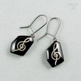 Long earrings treble clefs