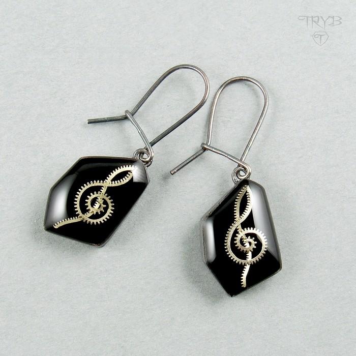 Long earrings treble clefs