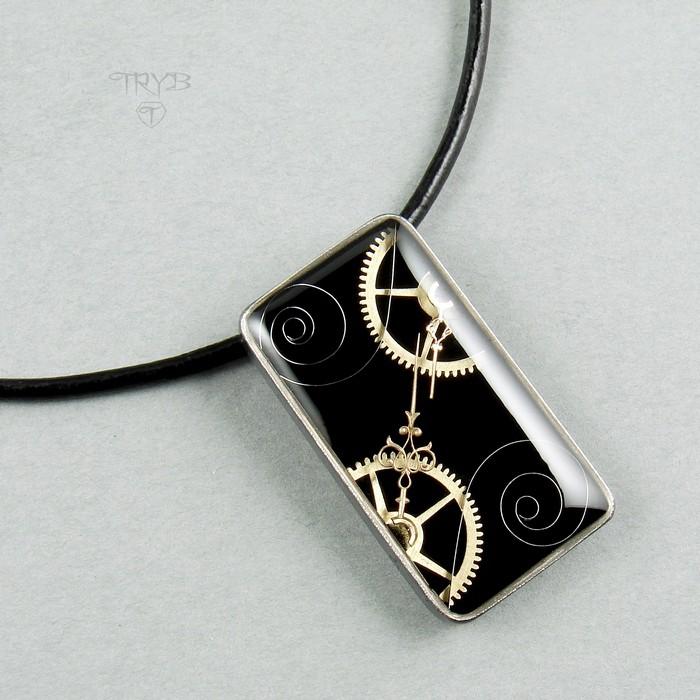 Prostokątna zawieszka ze srebra z trybami zegarków