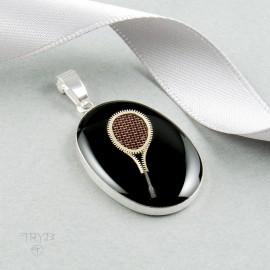 Srebrny wisiorek rakieta tenisowa z elementów mechanizmów zegarków