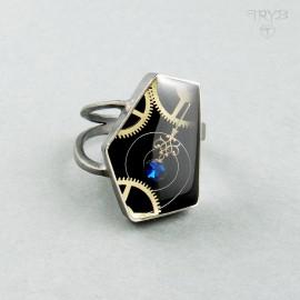 Kanciaty pierścionek ze srebra