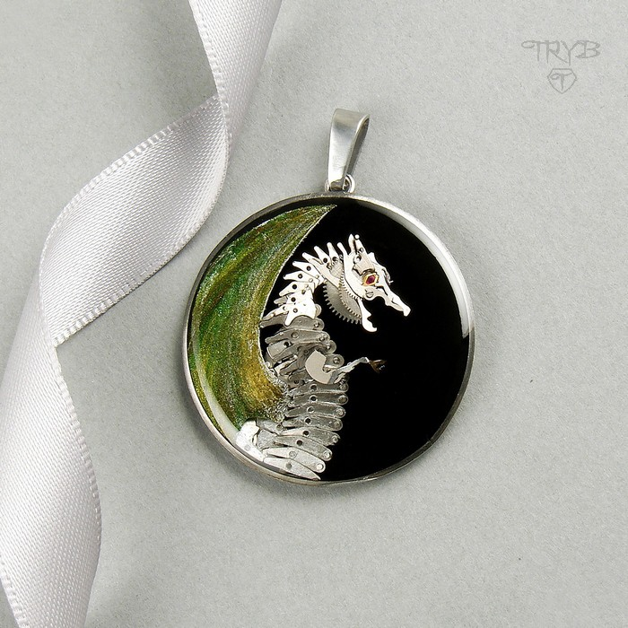 Hand made dragon pendant of watch movements