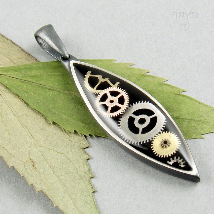Oryginalny, długi wisiorek srebrny z trybikami zegarków