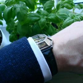 Ręcznie wykonany unikatowy zegarek.