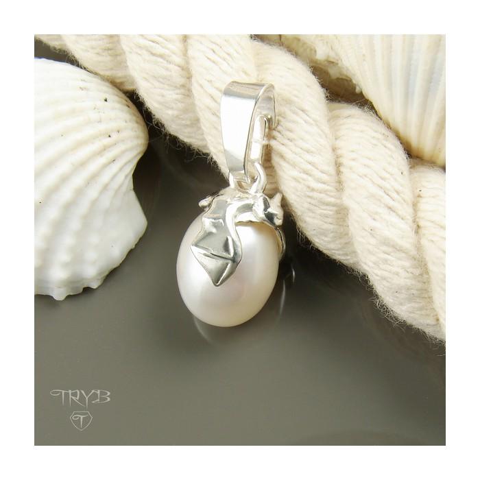 Zawieszka nietoperz ze srebra z białą owalną perłą naturalną