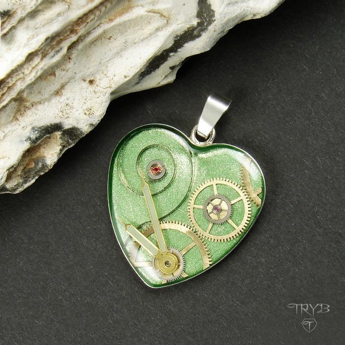 Miętowe serce - Zawieszka serce ze srebra z kompozycją mechanicznych części z mechanizmów zegarków