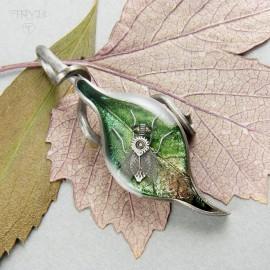 Zawieszka liść z muchą w srebrze