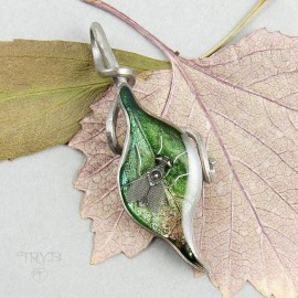 Housefly on tle leaf pendant