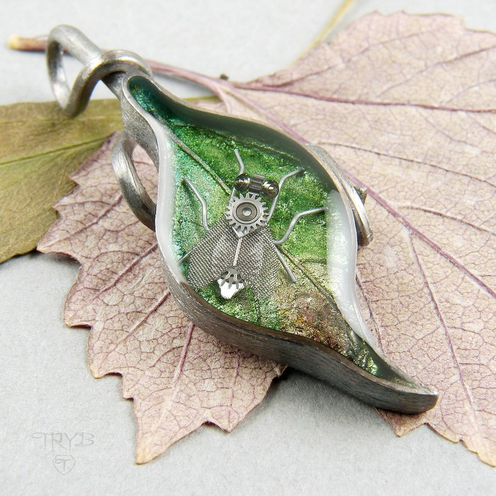 Sterling silver leaf pendant with housefly
