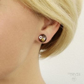 Round ear studs of  silver.