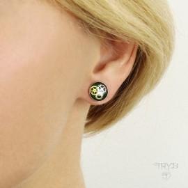 Green round stud earrings