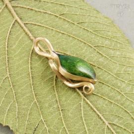 Złoty wisiorek liść