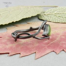 Pierścionek z listkiem z oksydowanego srebra - naturalny pierścionek gałązka