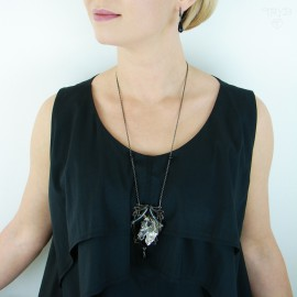 Long necklace with black onyxes