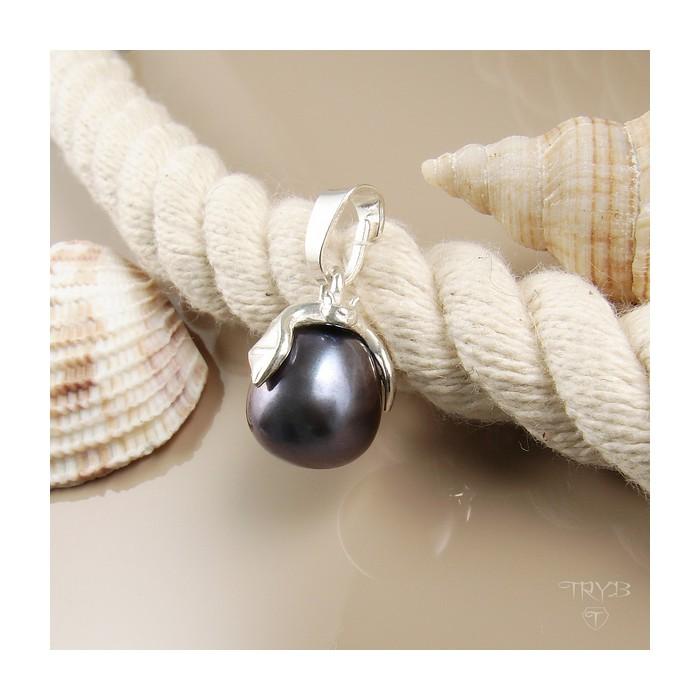 Srebrny wisiorek z perłą w kolorze stalowym