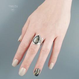 Biżuteria artystyczna ze srebra i części zegarków