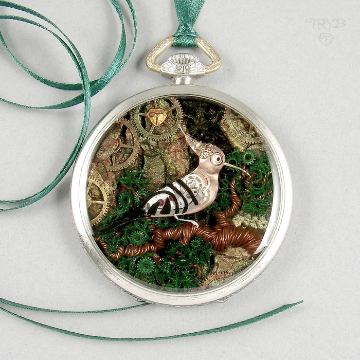 Hand made Hoopoe necklace