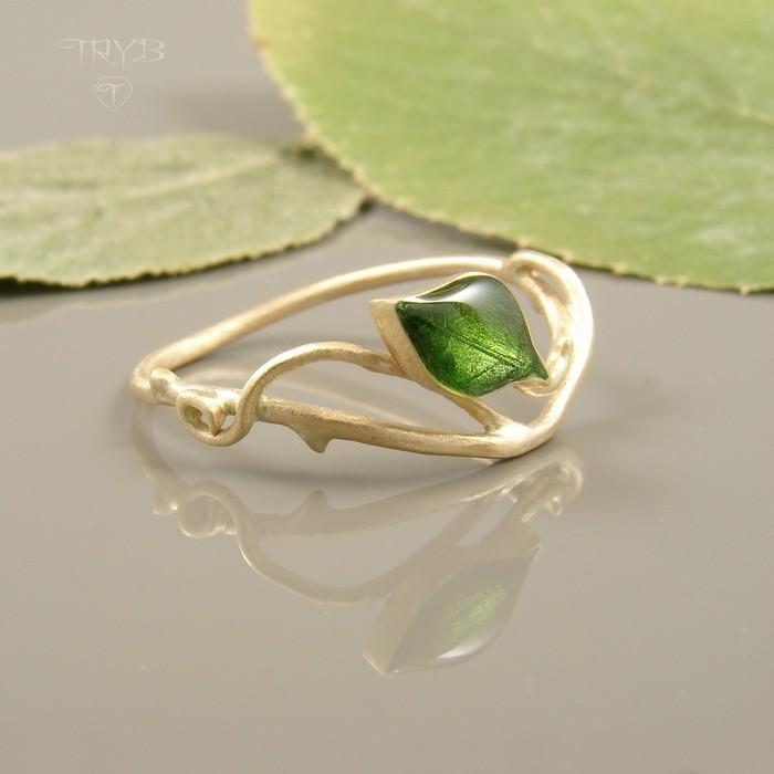 Złoty pierścionek zaręczynowy z listkiem