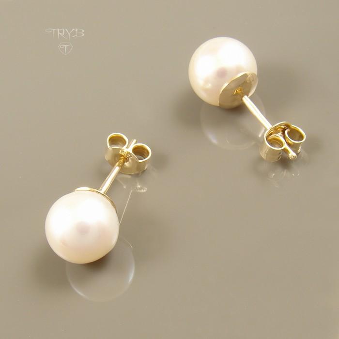 Pearls ear studs