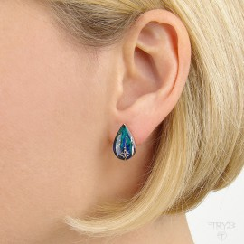 Turquoise ear studs of gold