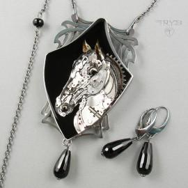Unikatowy, srebrny naszyjnik koń