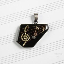 Asymetryczna, muzyczna zawieszka ze srebra z nutami i kluczem wiolinowym