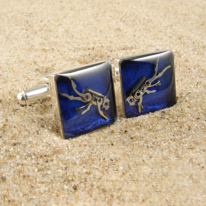 Square cufflinks with divers