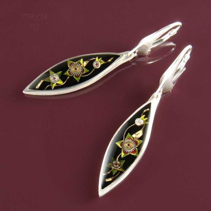 Long earrings with tropical flowers