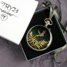 Oryginalny prezent - wisior z ptakiem i liśćmi z części zegarków