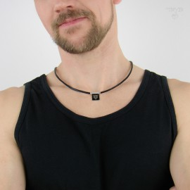 Men's necklace with a wolf