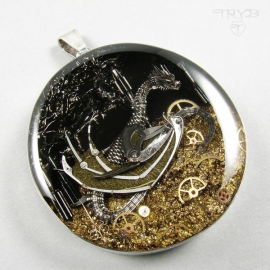 Iffjolk - Original silver pendant with a dragon sculpted of watch parts