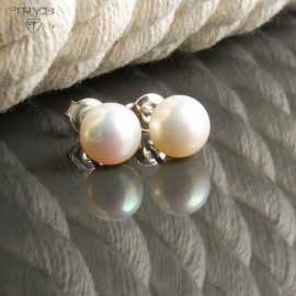 White pearls stud earrings