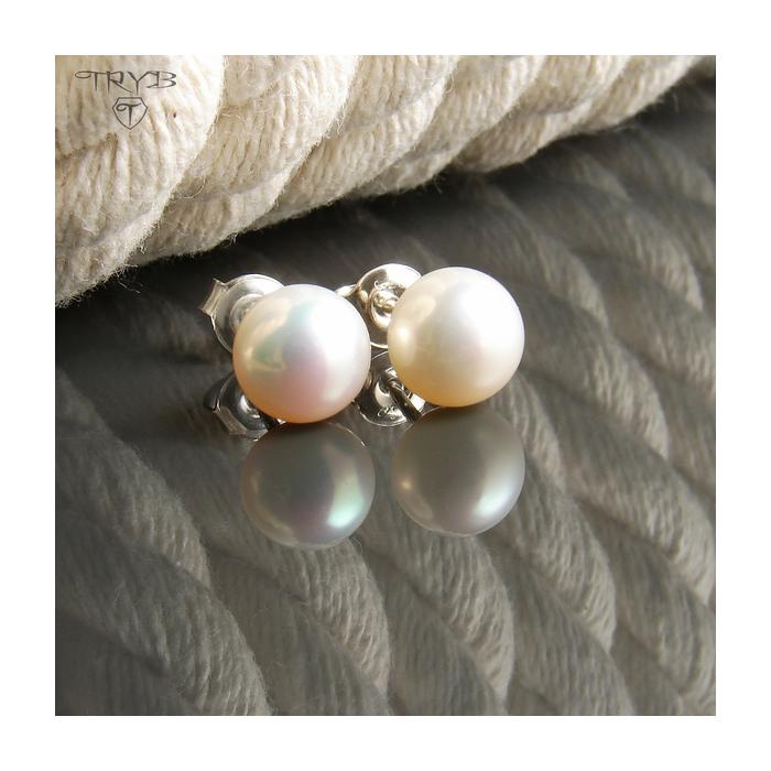 White pearls stud earrings