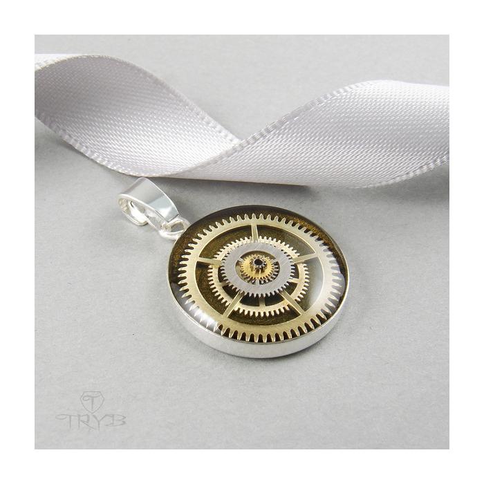 Militarna zawieszka ze srebra w steampunkowym stylu